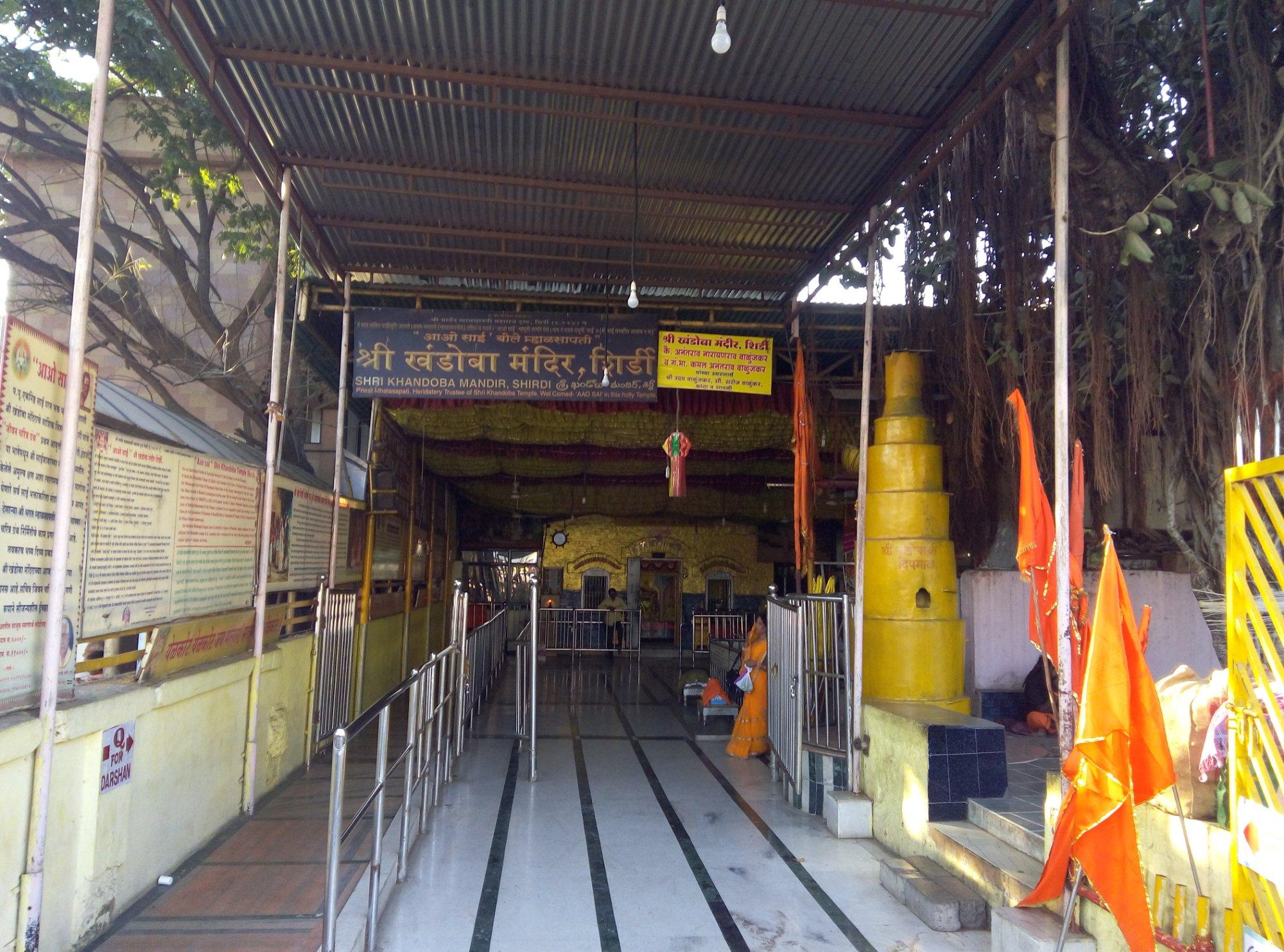 khandoba-temple-entrance