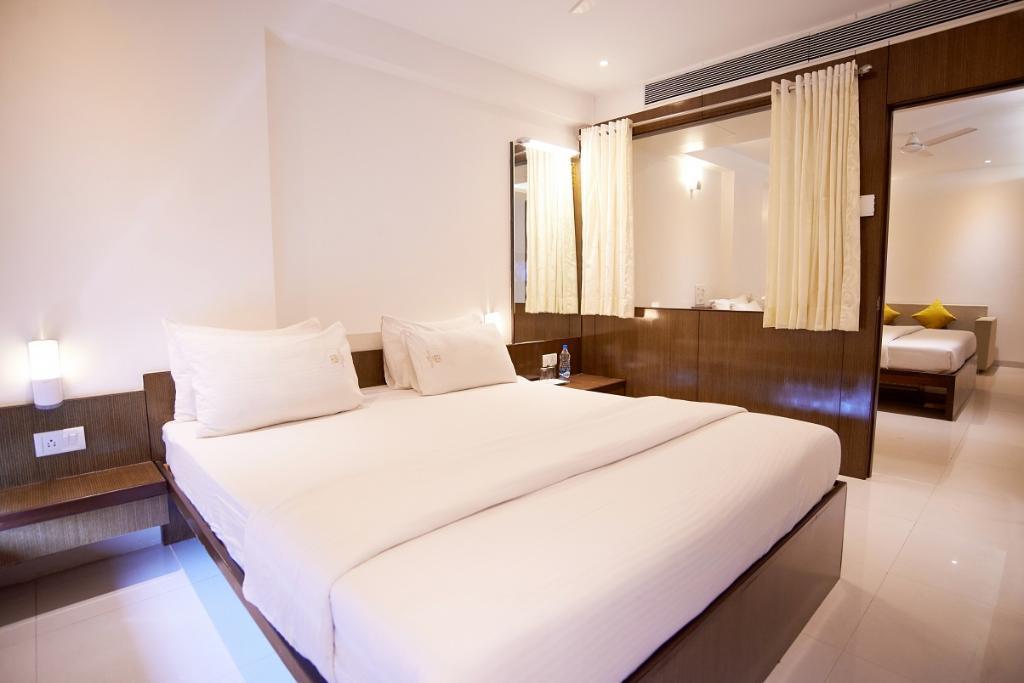 luxurious-suite-room